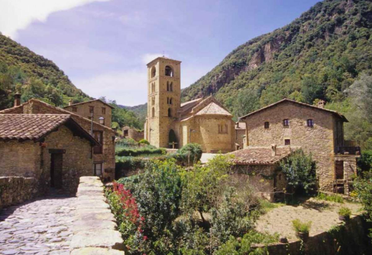L'esgléia romànica de Sant Cristòfol de Beget.