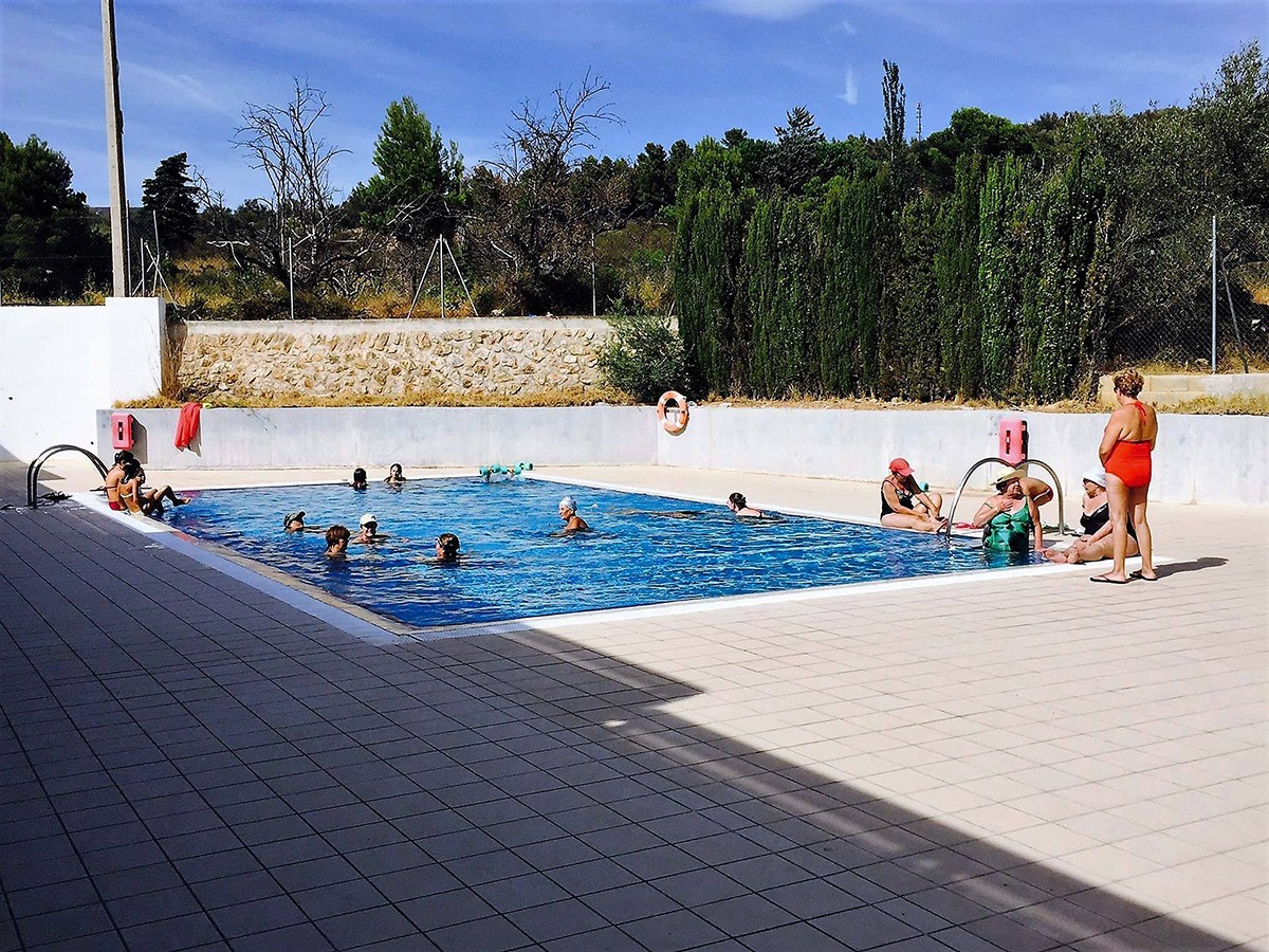 La piscina descoberta del complex esportiu de la Sénia.