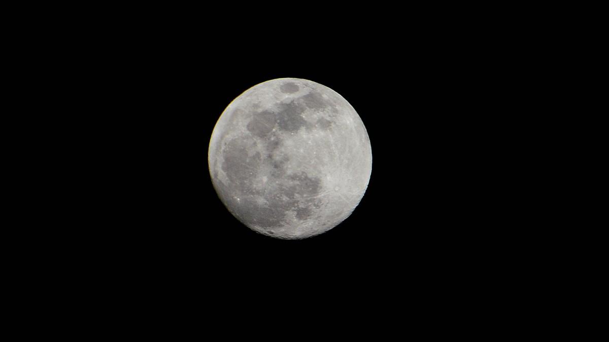 La lluna, des de Sant Boi de Lluçanès