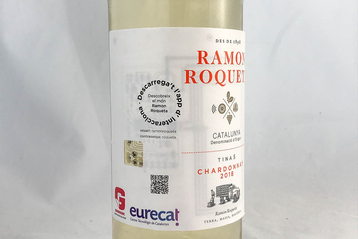 Etiqueta intel·ligent en una ampolla de vi Ramon Roqueta