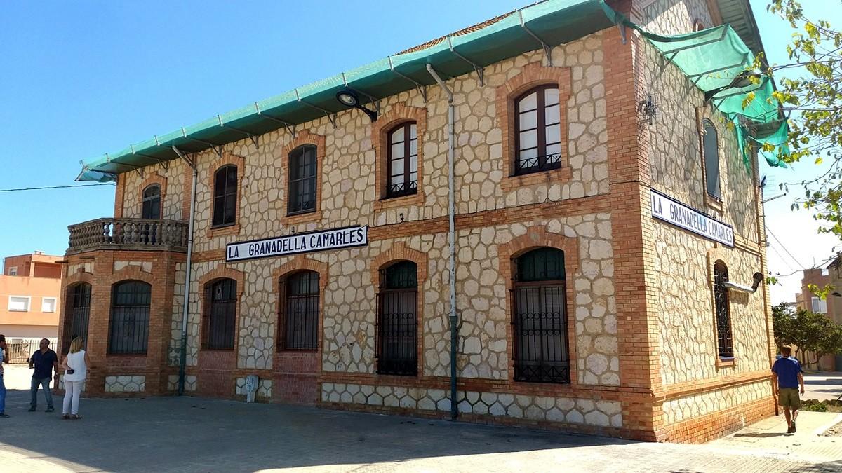 L'antiga estació de tren de Camarles.