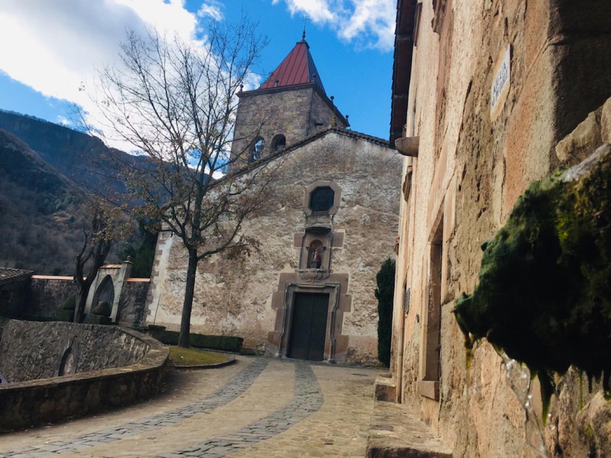 El temple parroquial de Sant Privat d'en Bas.