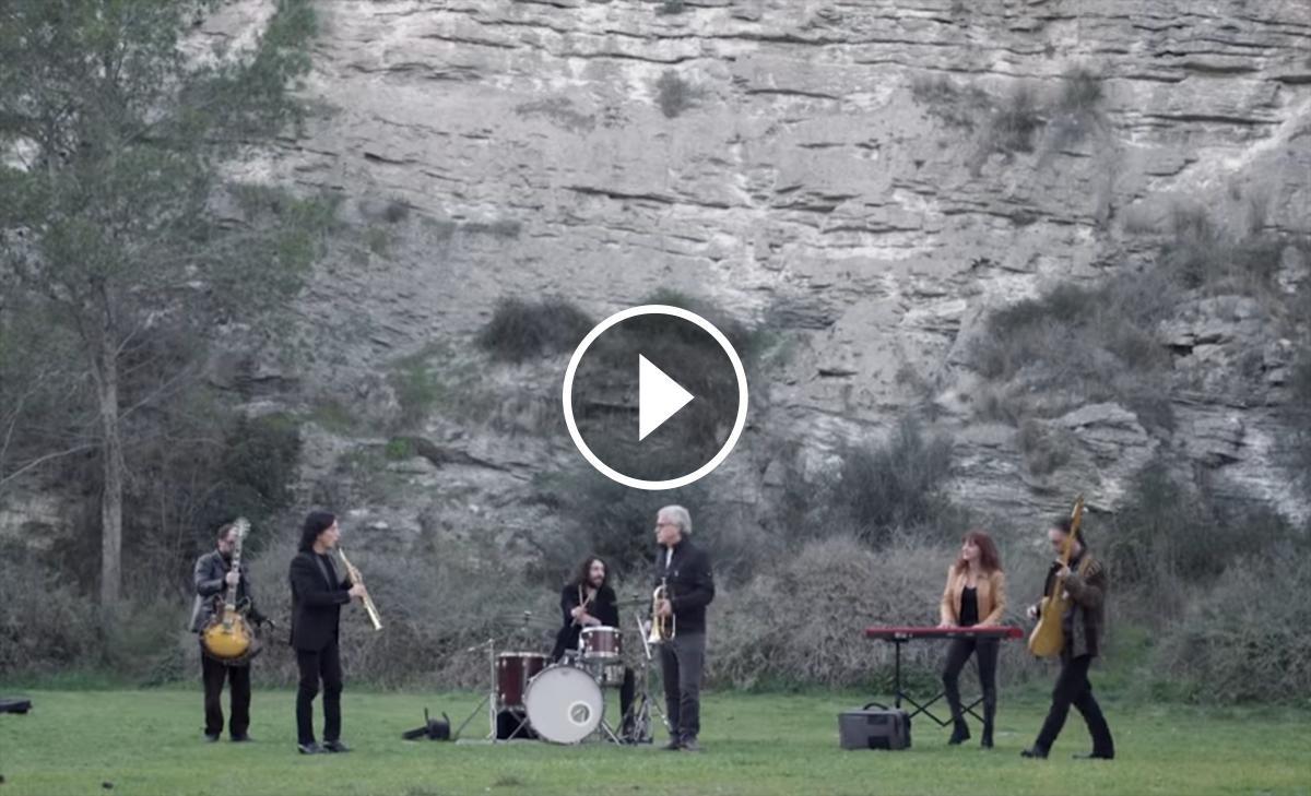 Fotograma del videoclip de «Flamarada»