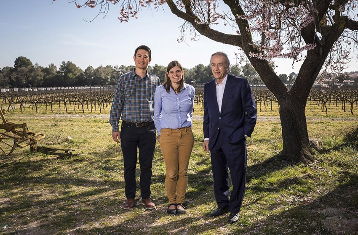 Miguel A. Torres amb Katie Jackson i el seu marit Shaun Kajiwara, director de viticultura de Jackson Family Wines