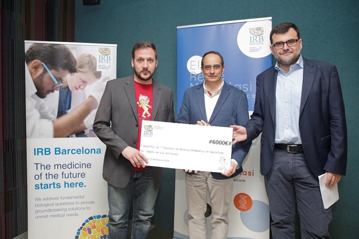 Xavier Ayala, fundador de Vi per Vida; Francesc Posas, director de l'IRB; i Eduard Batlle, investigador de l'IRB