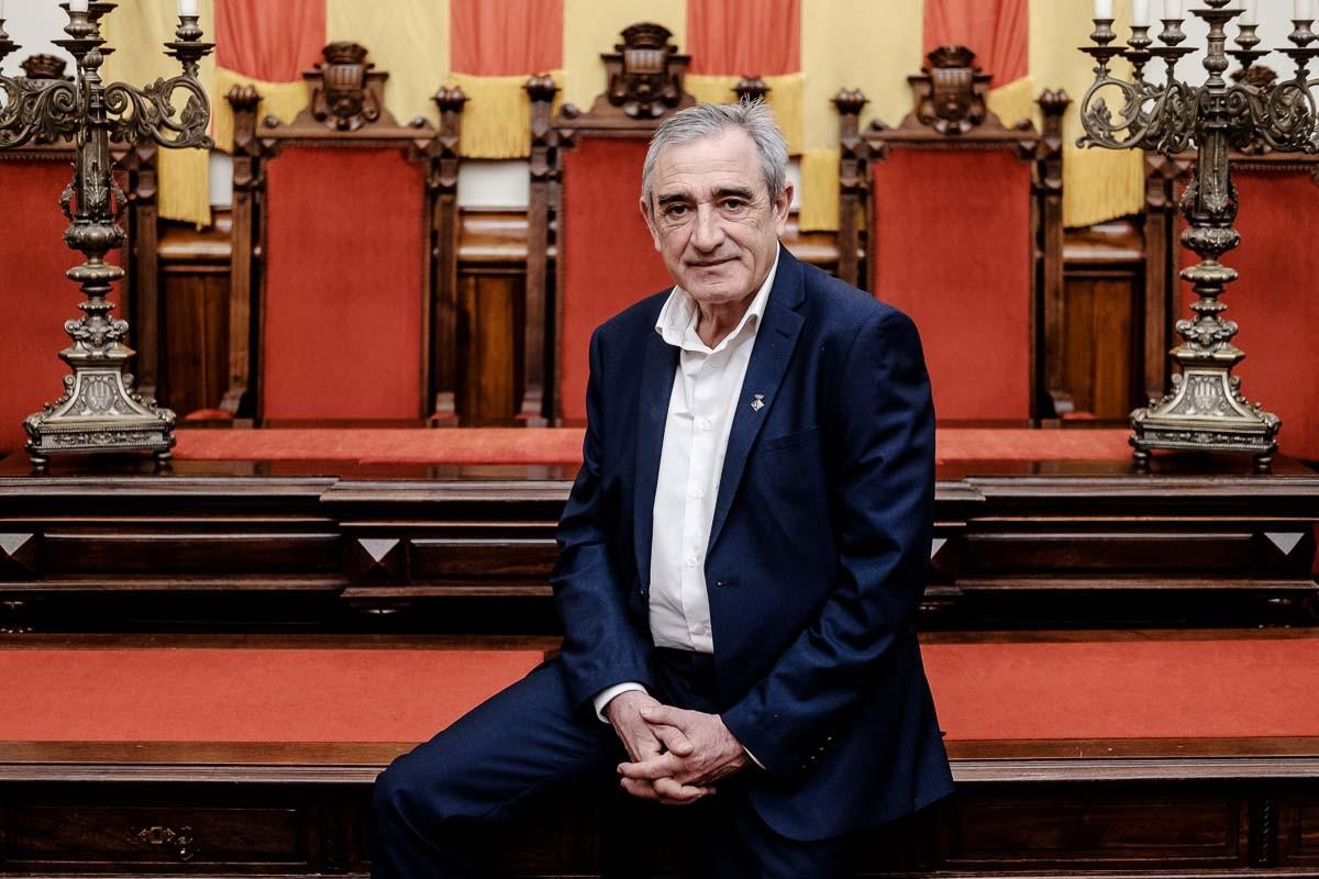 L'alcalde de Terrassa, Alfredo Vega, a la sala de plens de l'Ajuntament.