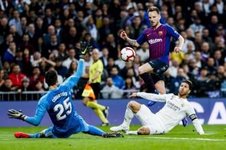 El Barça torna a guanyar al Bernabéu i elimina el Madrid de la Lliga (0-1)