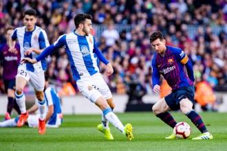 El Barça es desfà de l'Espanyol liderat per un gran Messi (2-0)