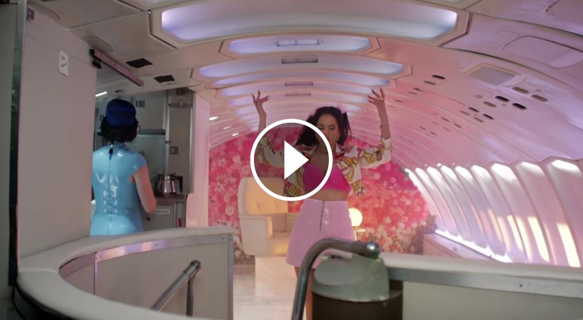 Fotograma del videoclip «Con altura»