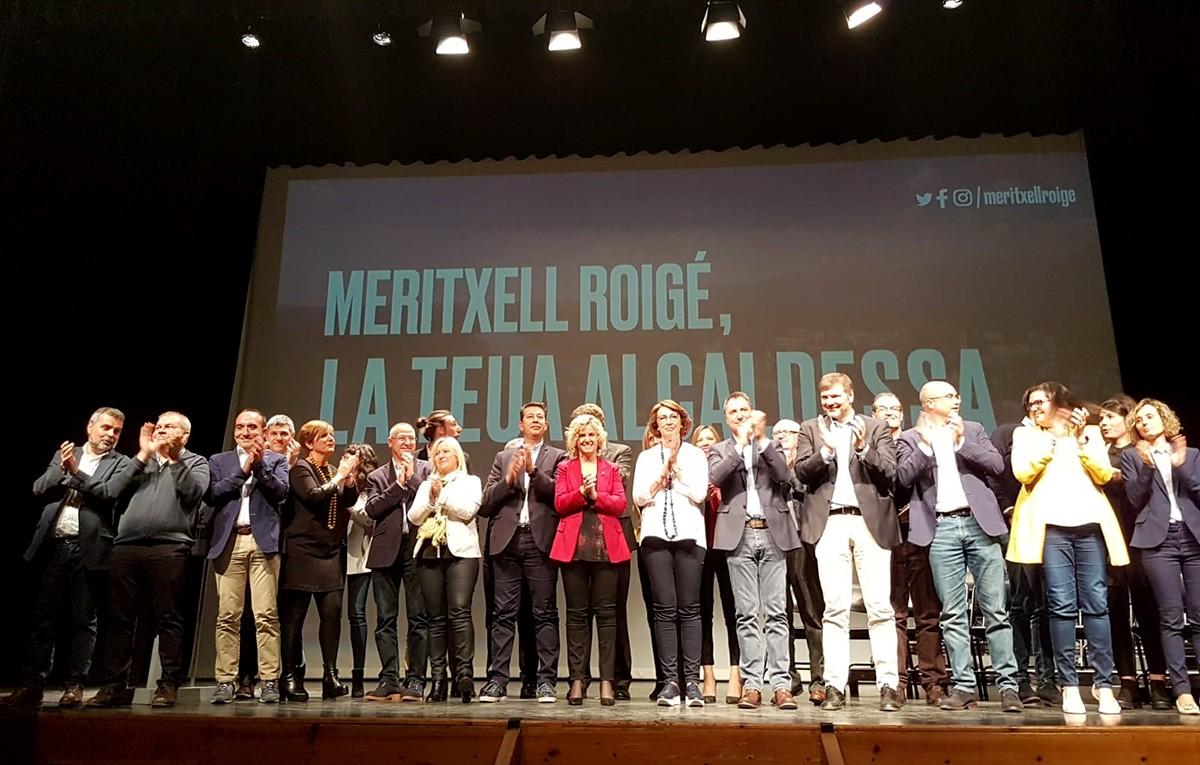 Membres de la candidatura de Junts per Tortosa, encapçalada per Meritxell Roigé.