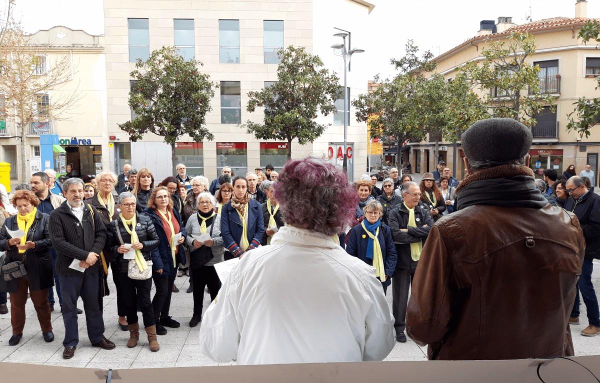 Concentració d'Òmnium i l'ANC davant l'Ajuntament
