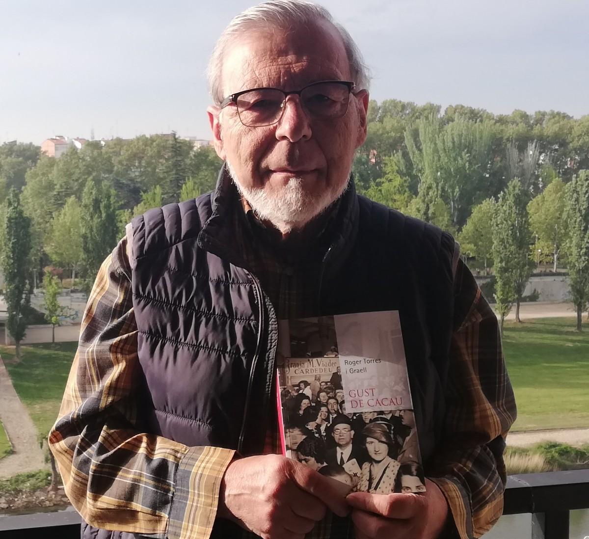 Roger Torres i Graell, amb el seu llibre