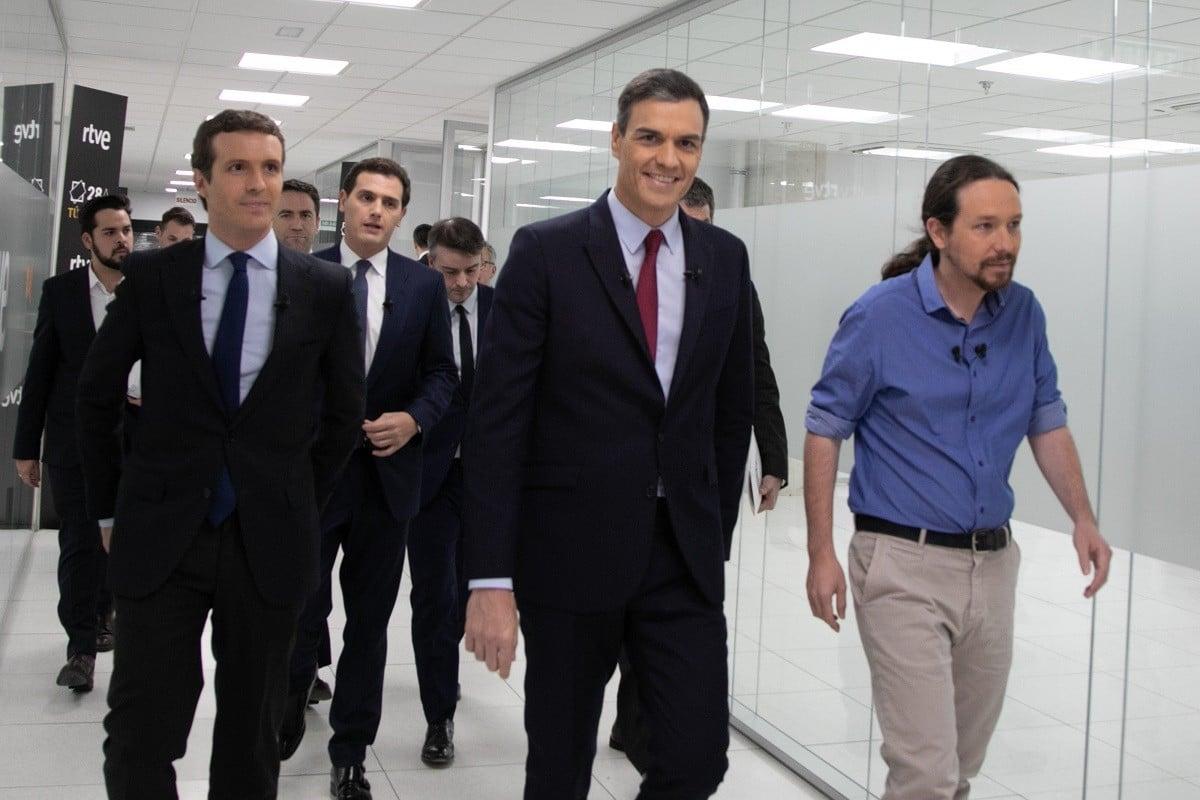 Pedro Sánchez amb Pablo Casado, Pablo Iglesias i Albert Rivera, el dia del debat a TVE