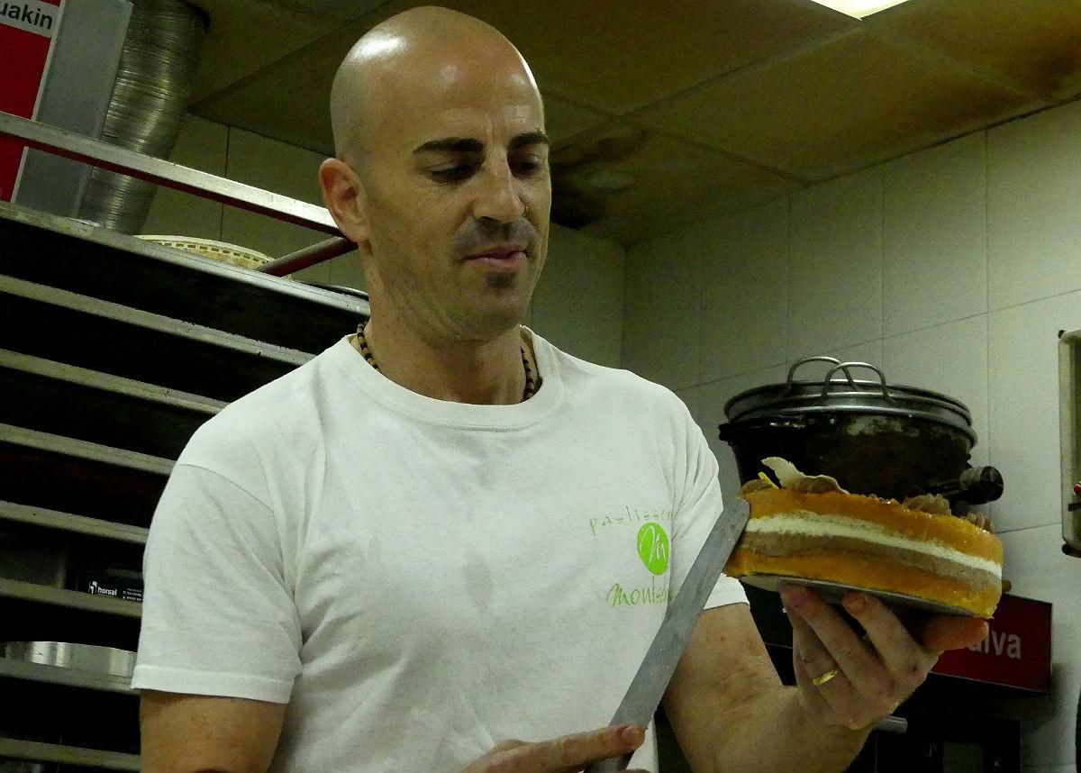 Marc Margalef, a l'obrador de la Pastisseria Montserrat de Sant Pere i Sant Pau.