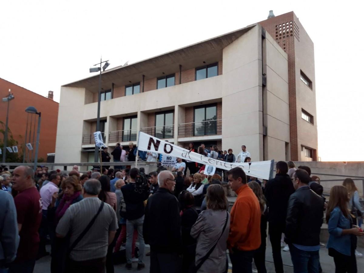 Una de les manifestacions que es van fer els veïns en contra l'obertura del centre de menors