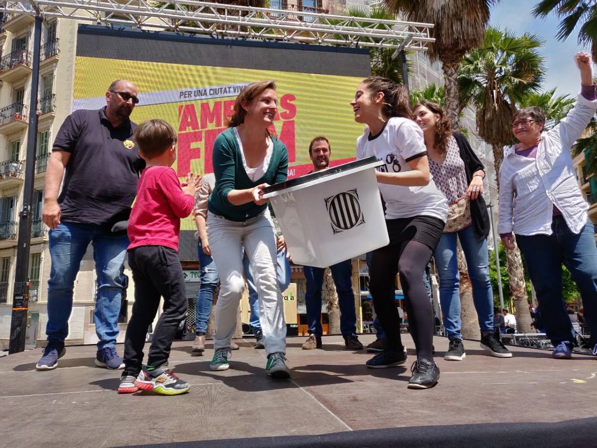 Anna Saliente i Mireia Vehí, aquest diumenge a l'acte central de campanya de la CUP al barri del Poble Sec.
