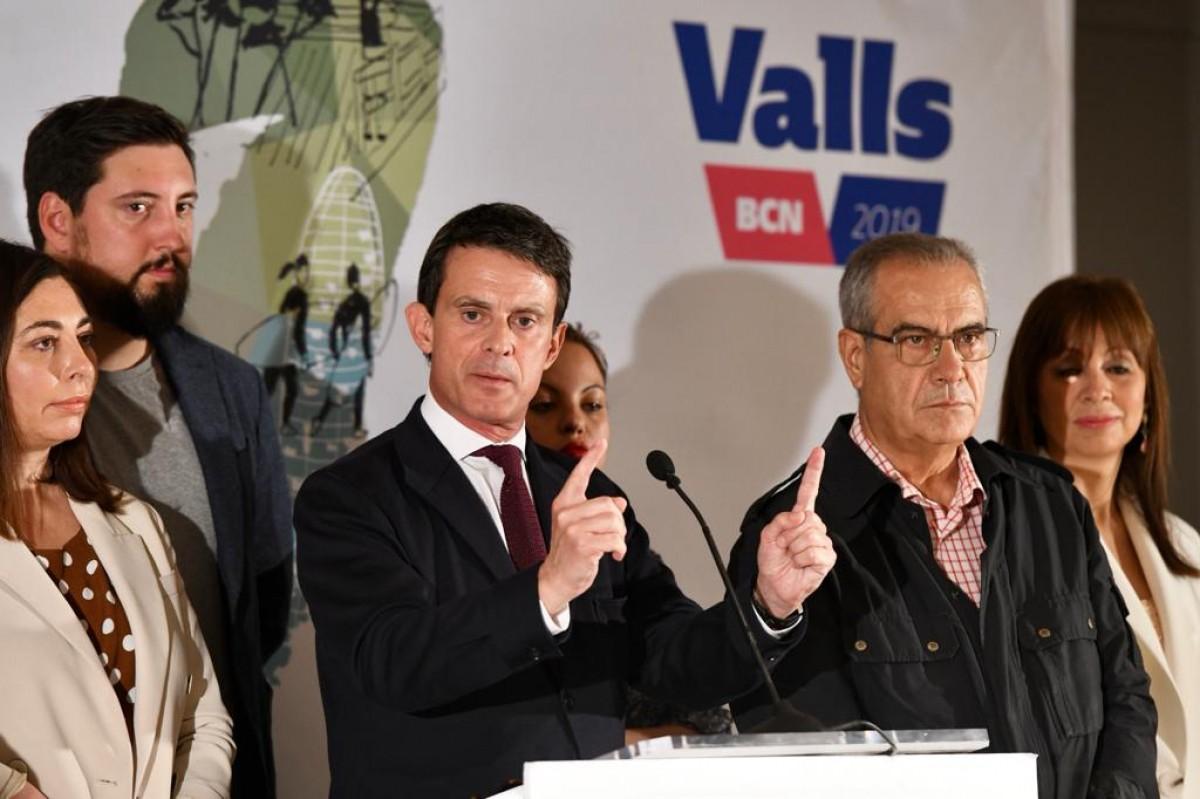 Manuel Valls en el moment de presentar les seves primeres mesures si és elegit.