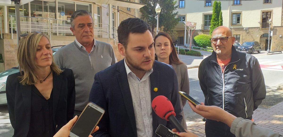 Marc Barbens i l'equip de Junts per Solsona en la roda de premsa amb motiu de la situació del Centre Sanitari