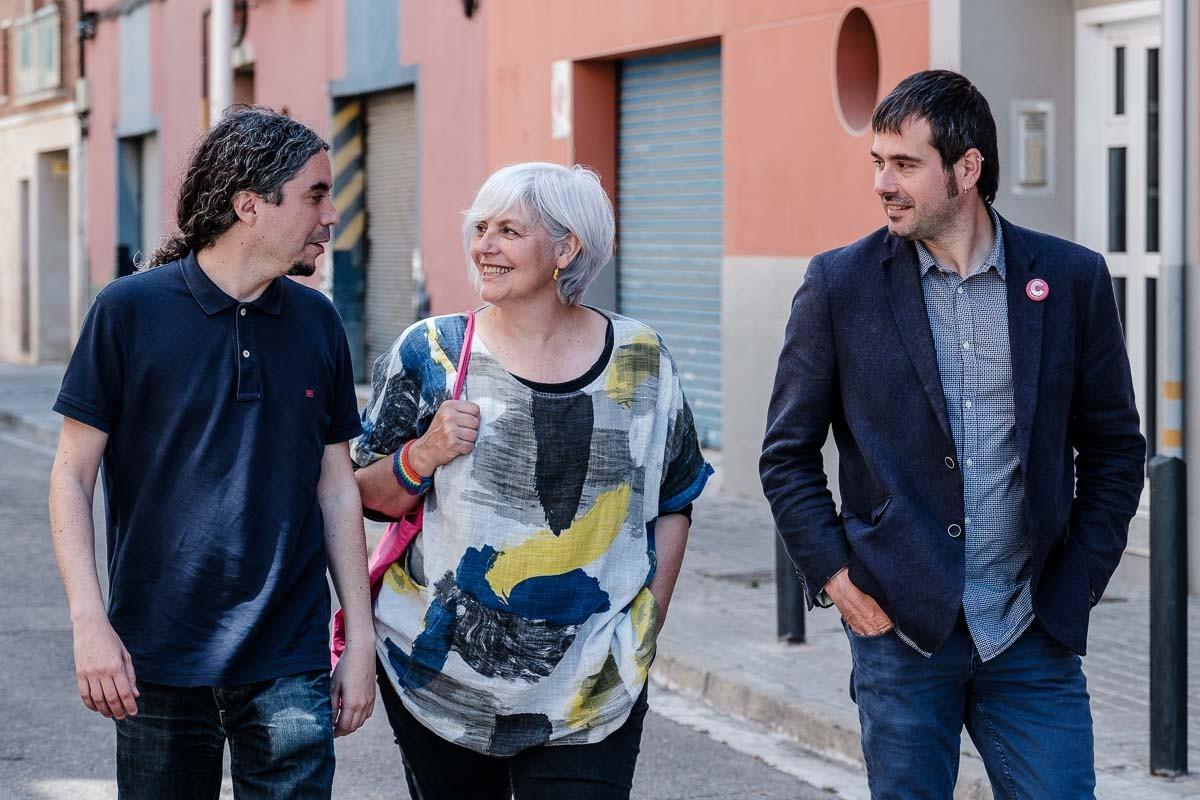 José M.Osuna, Dolors Sabater i Carles Escolà conversen a Badalona.