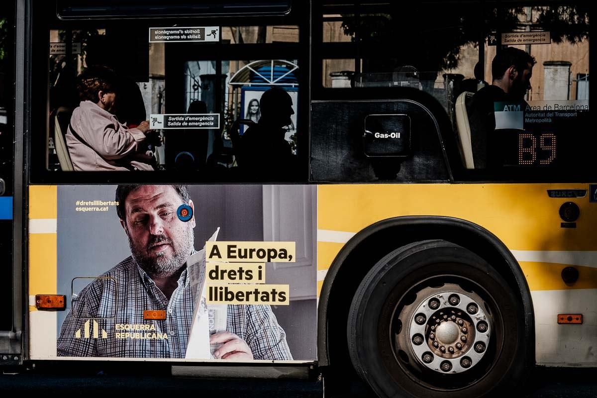 Un cartell electoral del president d'ERC, Oriol Junqueras, en un autobús