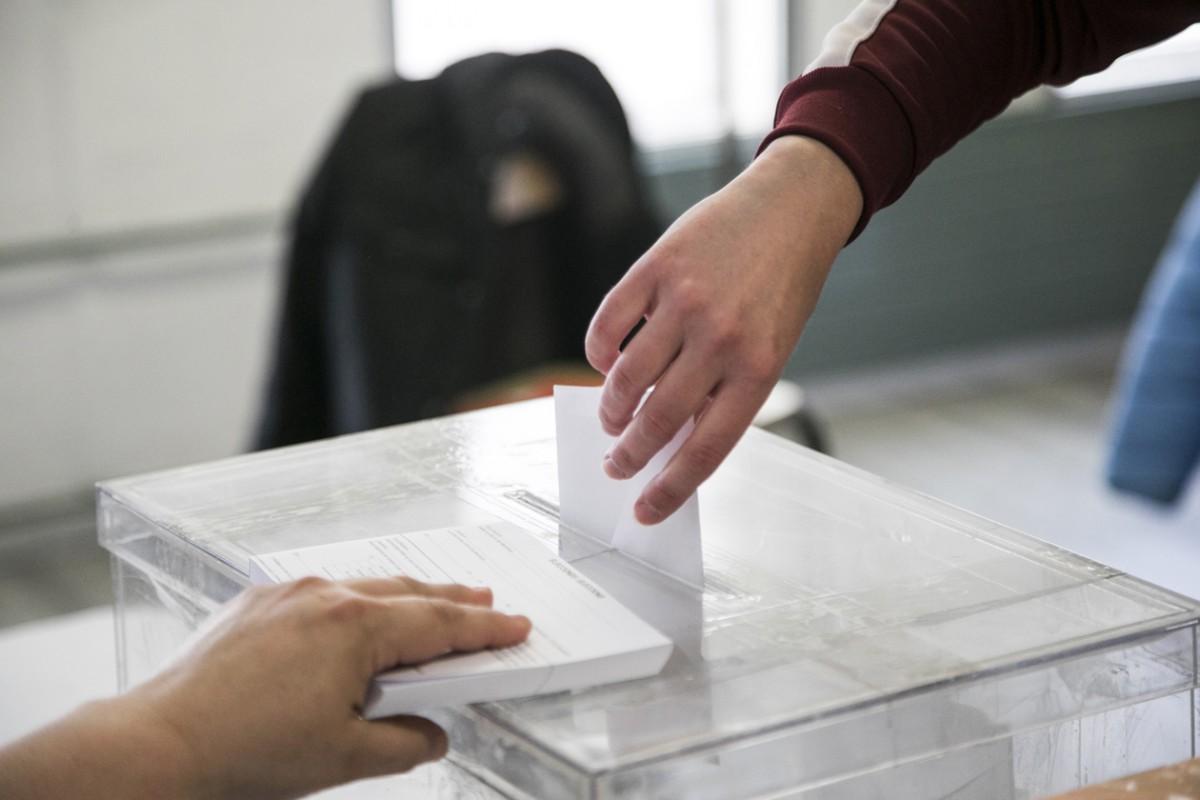 Una persona votant