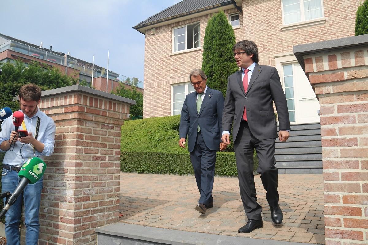 Carles Puigdemont i Artur Mas, en una imatge d'arxiu a Waterloo