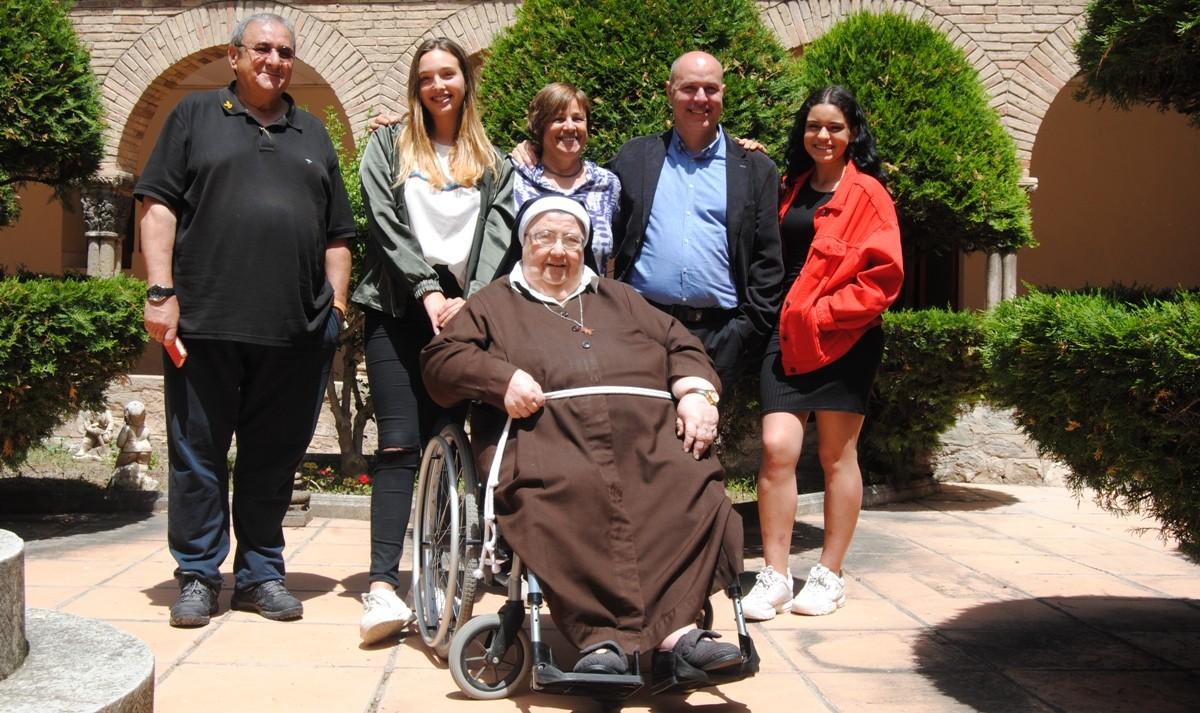 Foto de família d'algunes de les persones que han fet possible la mostra