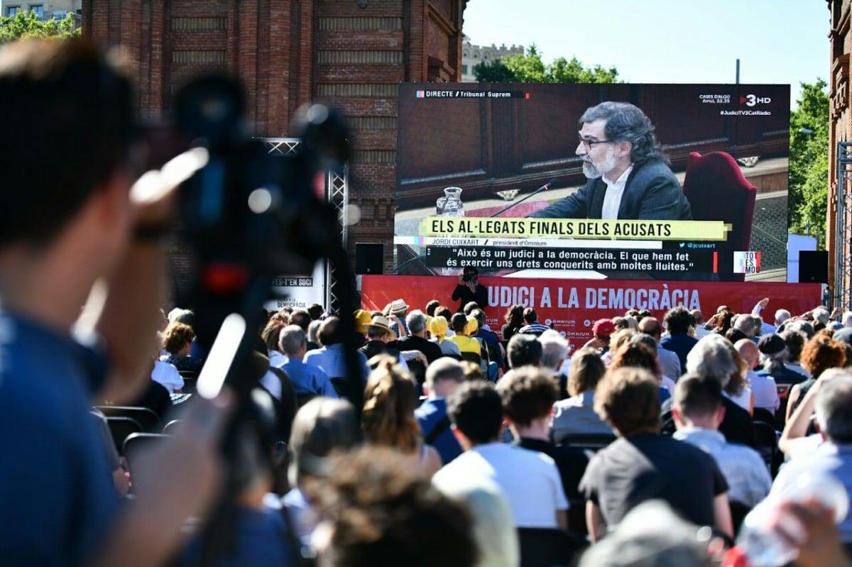Jordi Cuixart en el seu últim torn de paraula al Suprem, a l'Arc de Triomf de Barcelona