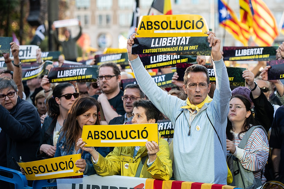 L'independentisme es manifesta coincidint amb el final del judici a l'1-O