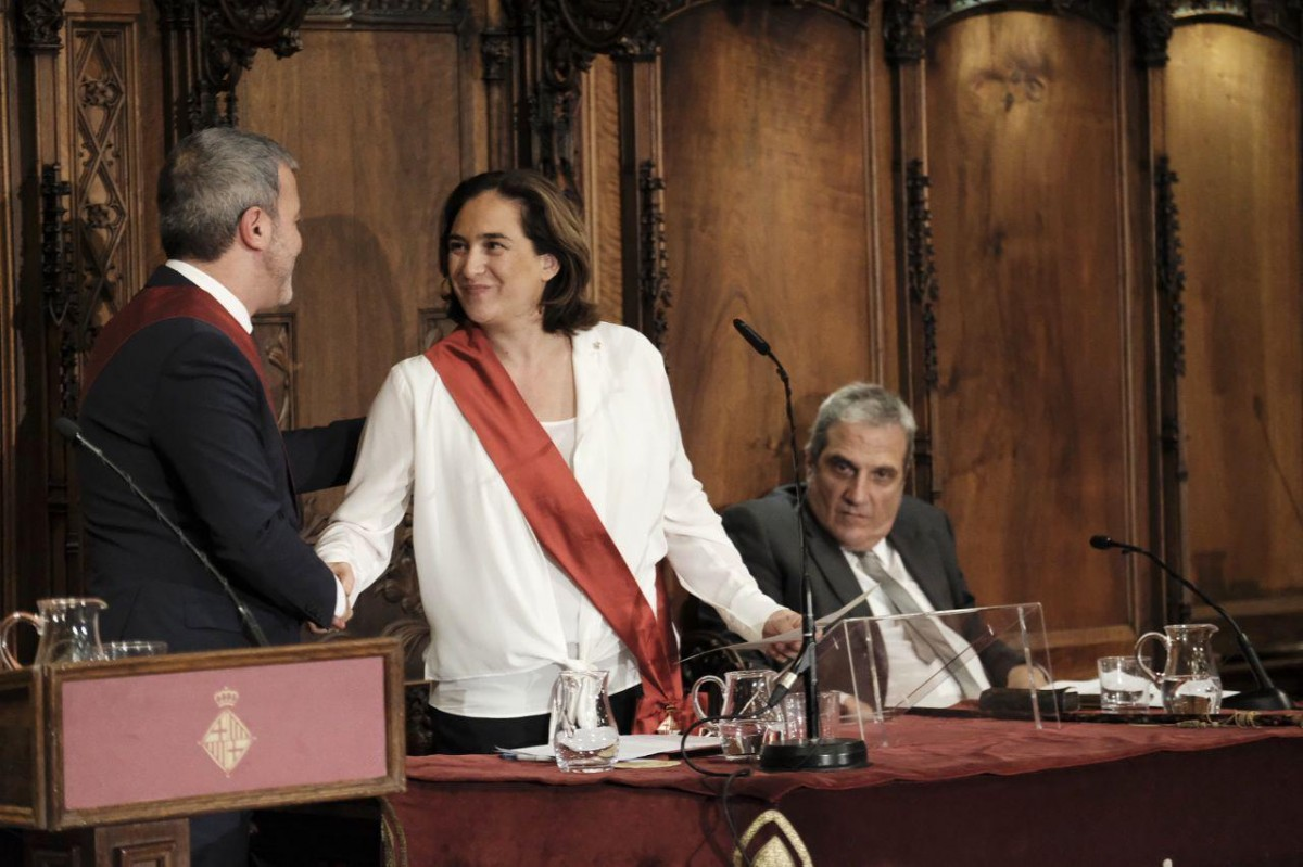 Ada Colau, amb Jaume Collboni durant el ple d'investidura