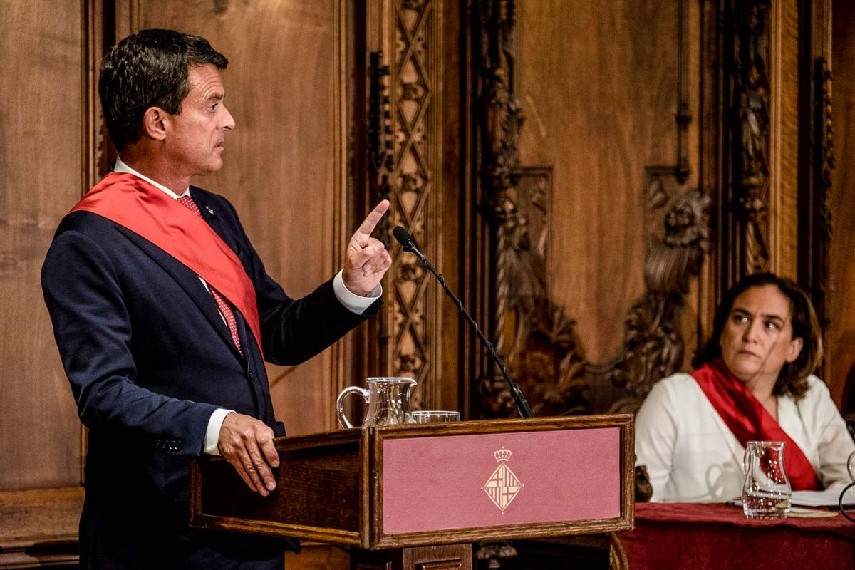 Valls i Colau en la constitució de l'Ajuntament de Barcelona.