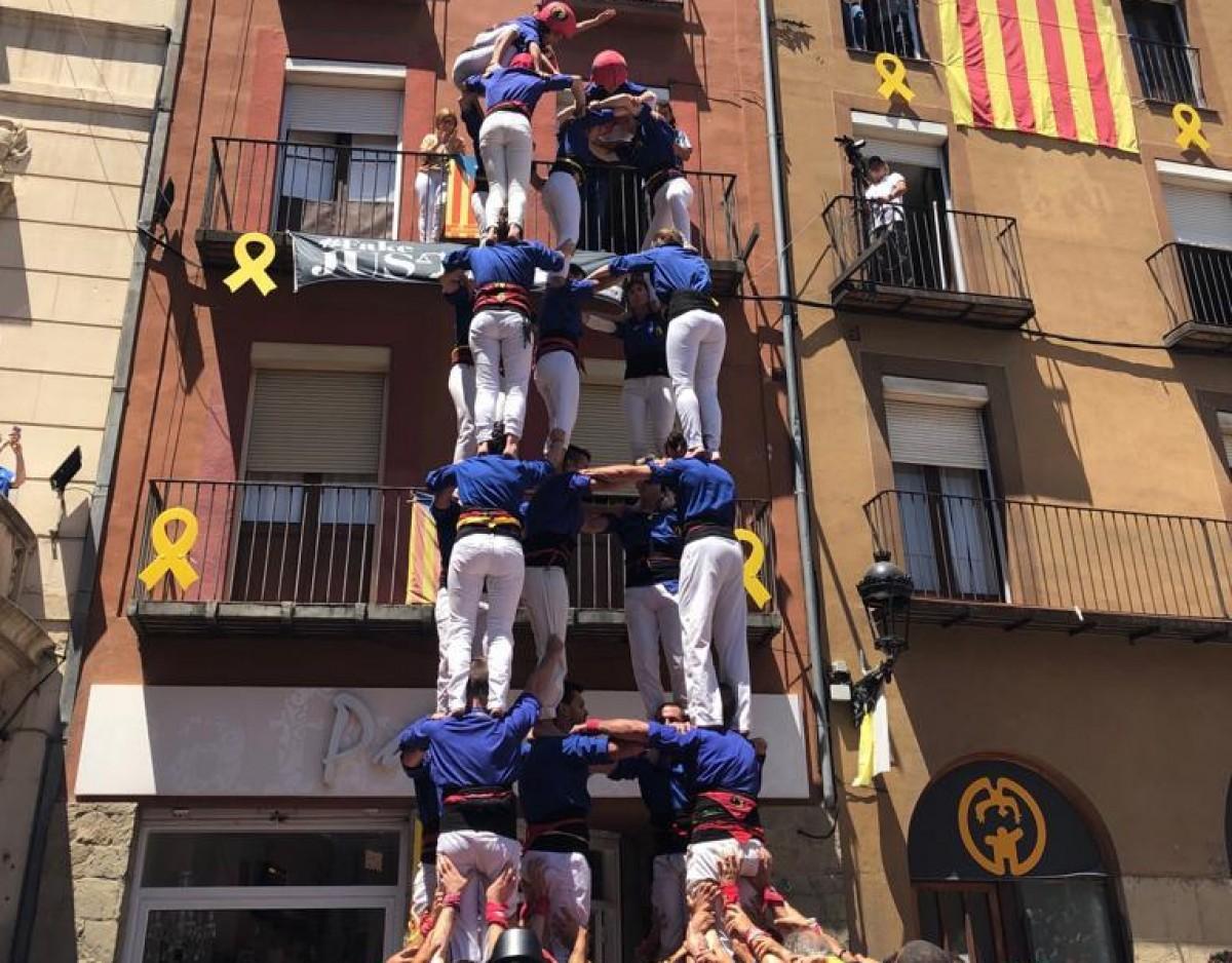 Castellers de Berga durant la Diada dels Quatre Fuets (arxiu).