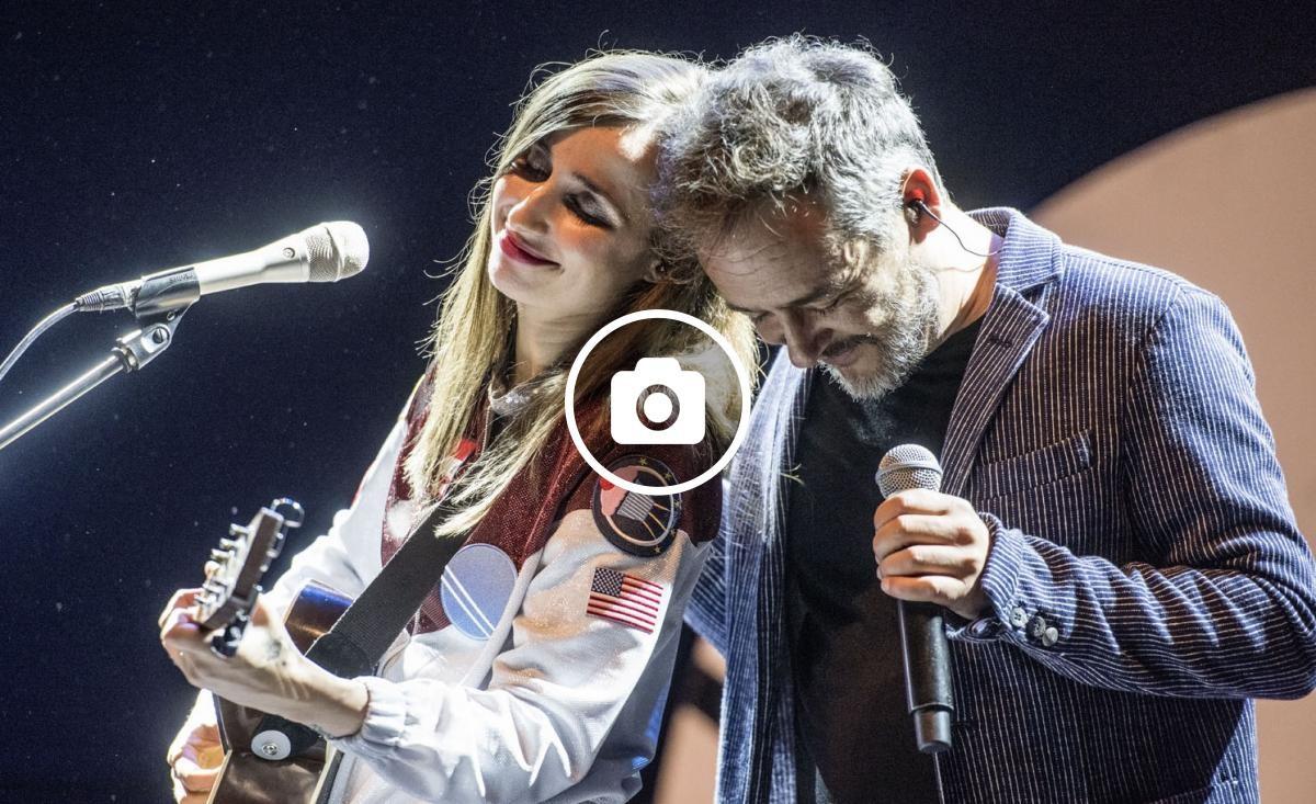 Zahara amb Santi Balmes (Love of Lesbian) durant el seu concert