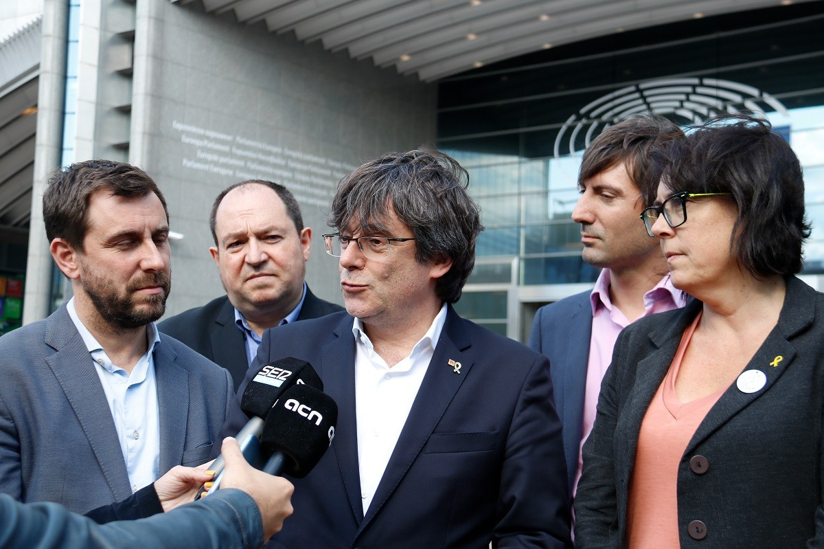 Carles Puigdemont, Toni Comín i Diana Riba, el 29 de maig davant el Parlament Europeu.