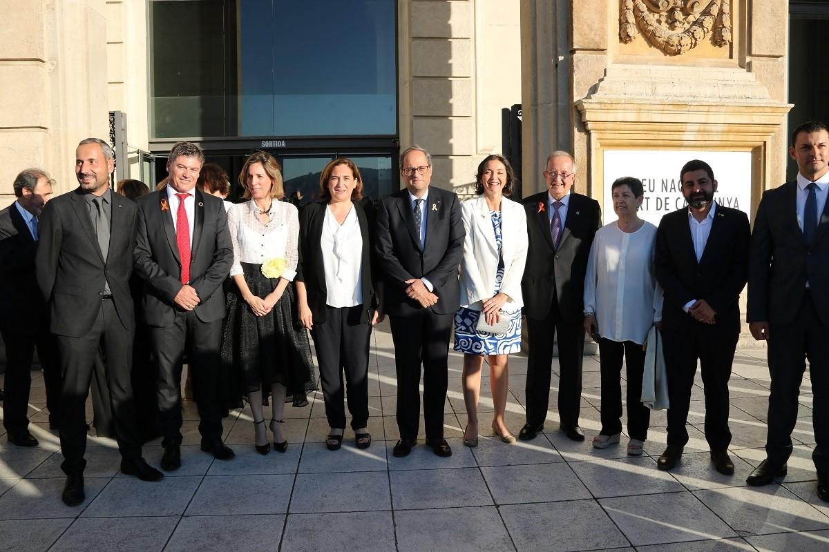 El president Torra, el president de la Pimec, Josep González, la ministra d'Indústria Reyes Maroto i membres del Govern.