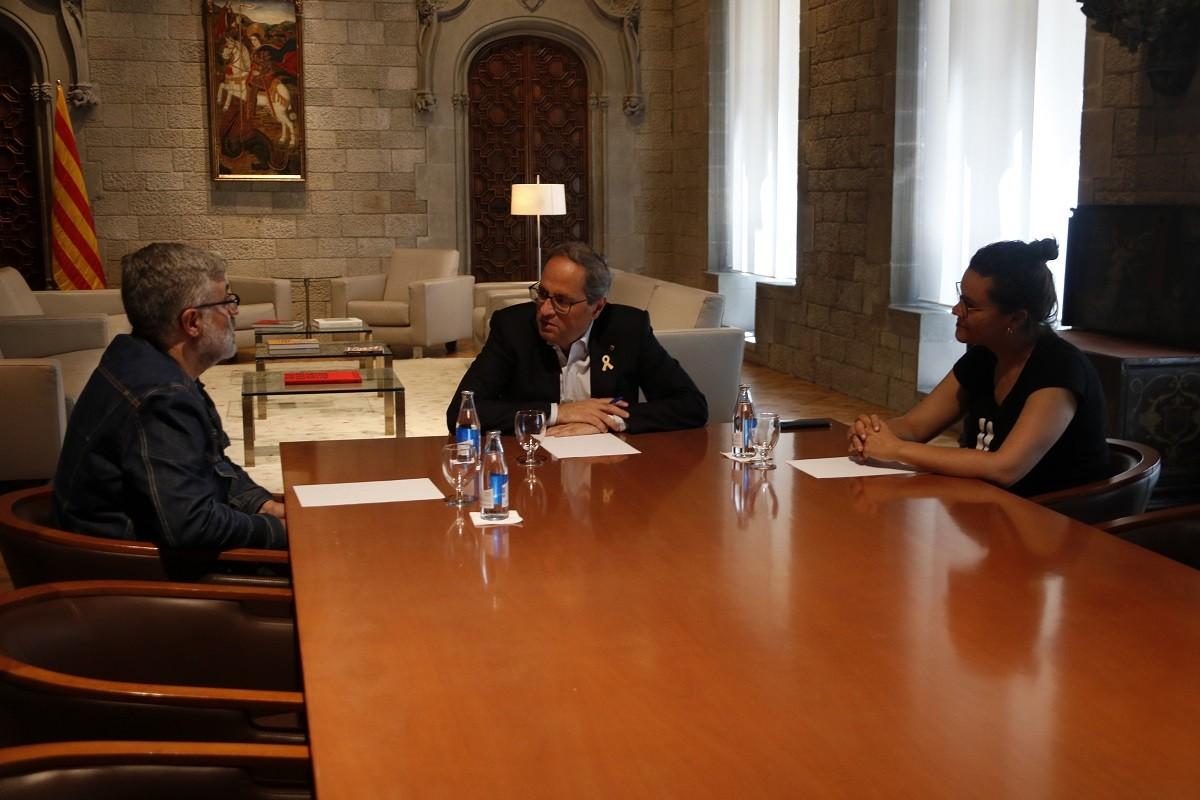 El president de la Generalitat, Quim Torra, reunit amb els diputats de la CUP Carles Riera i Natàlia Sànchez