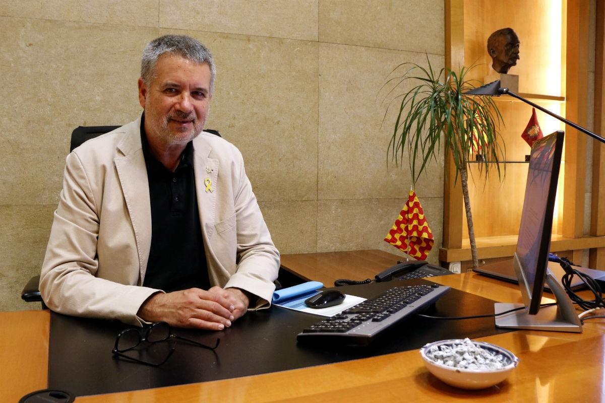 L'alcalde de Tarragona, Pau Ricomà, assegut a la seva cadira del despatx d'alcaldia.