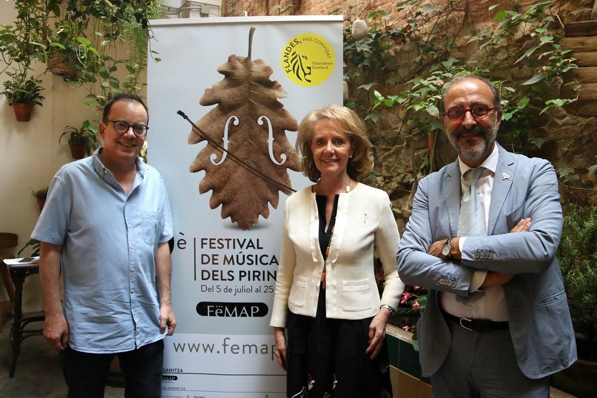 La consellera de Cultura, Mariàngela Vilallonga, amb el director del FeMAP, Josep Maria Dutrèn (esquerra) i el secretari general del departament de Cultura, Francesc Vilaró