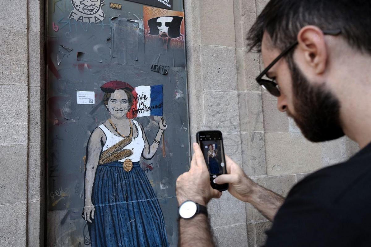 Grafiti d'Ada Colau de TvBoy a Barcelona.