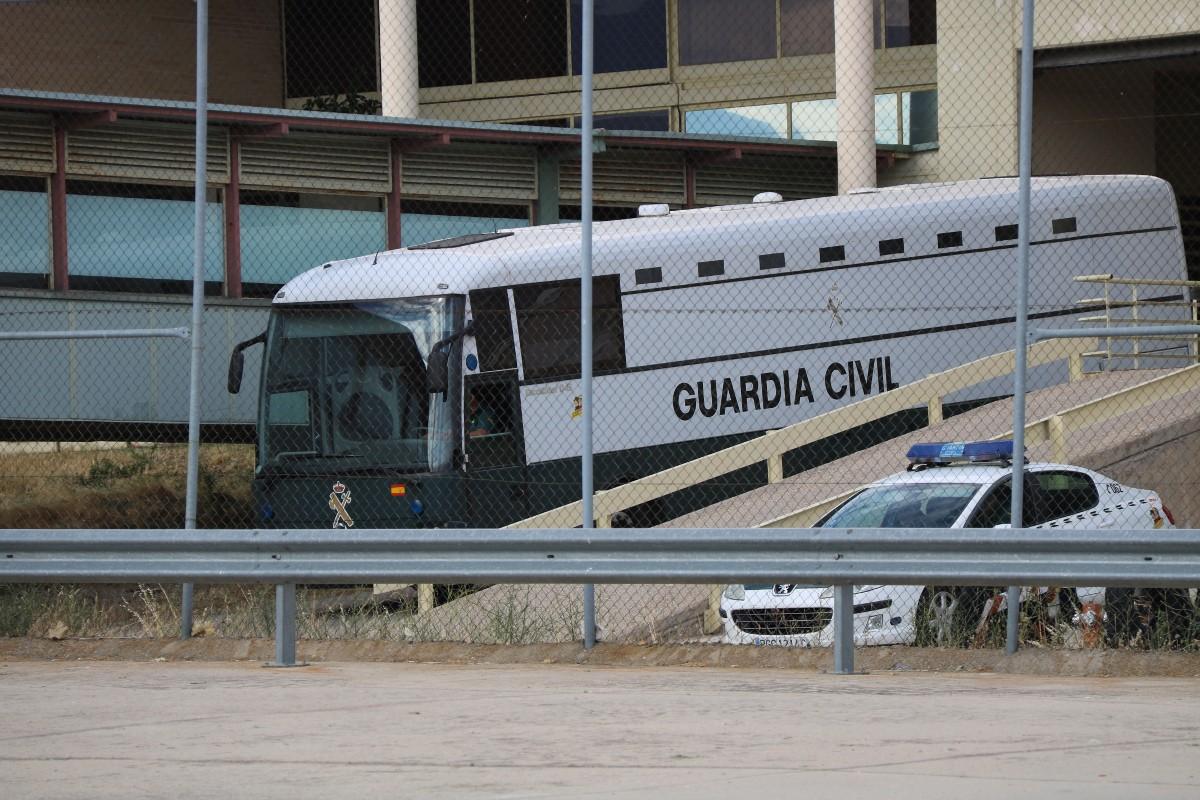 L'autocar que transporta els presos surt de Soto del Real