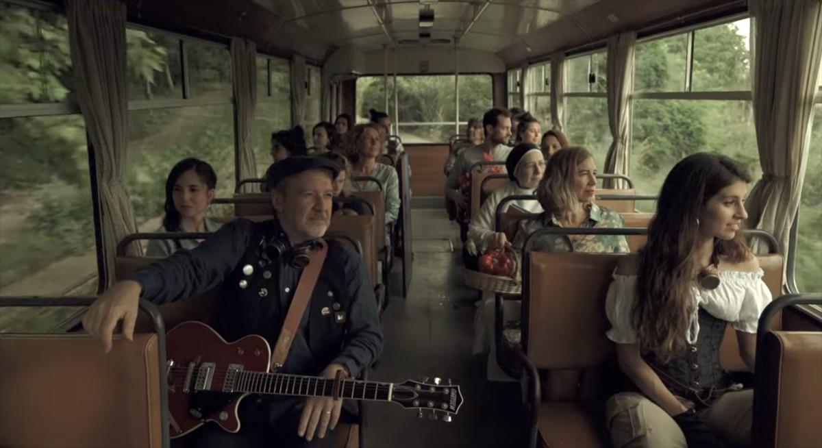 Toni Xuclà i el repartiment del seu nou videoclip