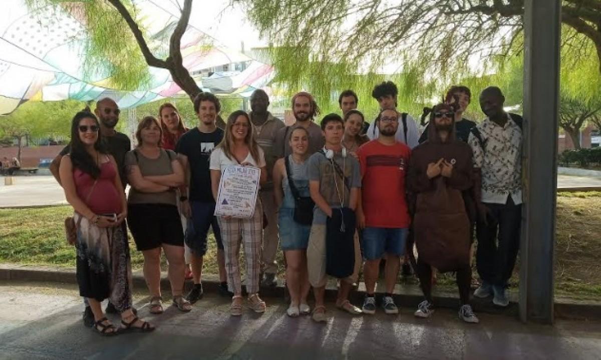 Representants de les entitats que organitzen la Festa Major jove a l'Espai Allende