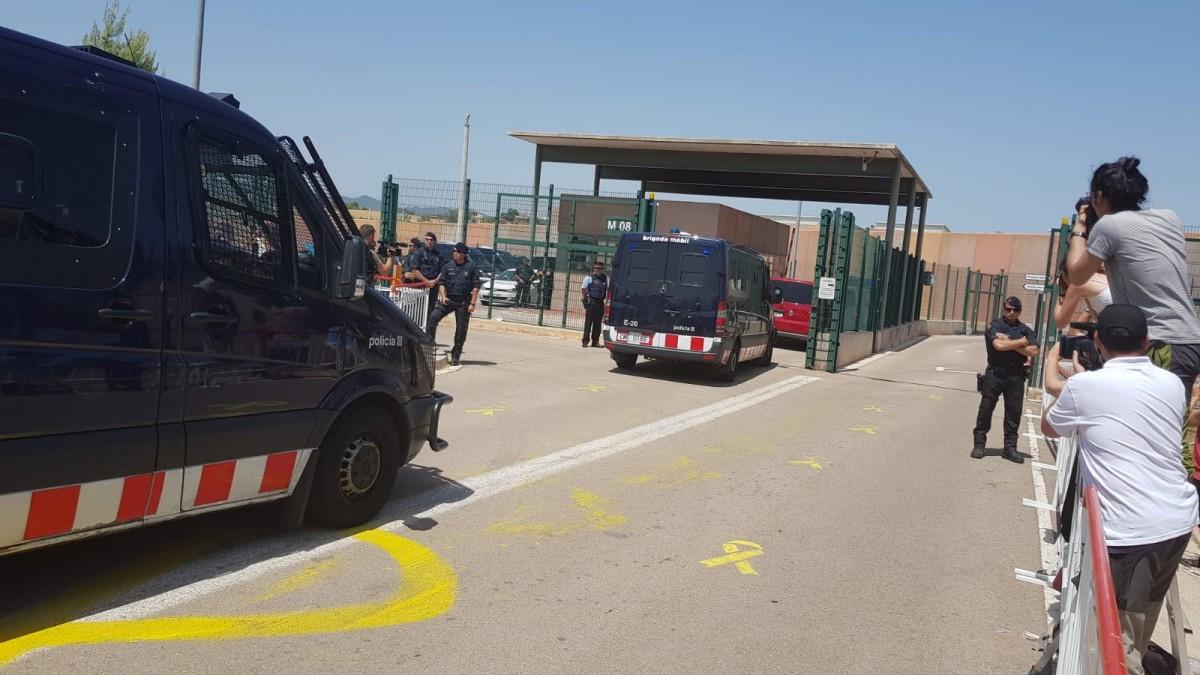 Els presos polítics, arribant a Lledoners