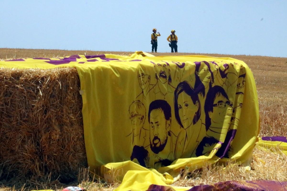 Pancarta en suport als presos i preses polítiques a Lledoners