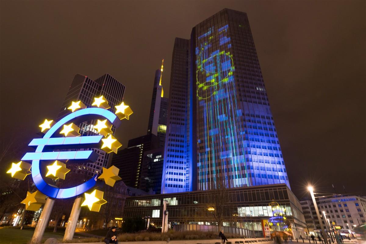 La seu del Banc Central Europeu, a Frankfurt, il·luminada en un acte de 2016.