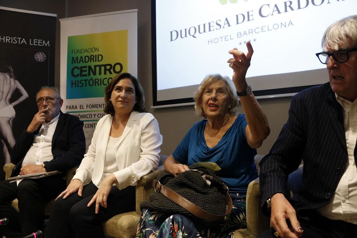 Carmena i Colau a l'acte a Barcelona