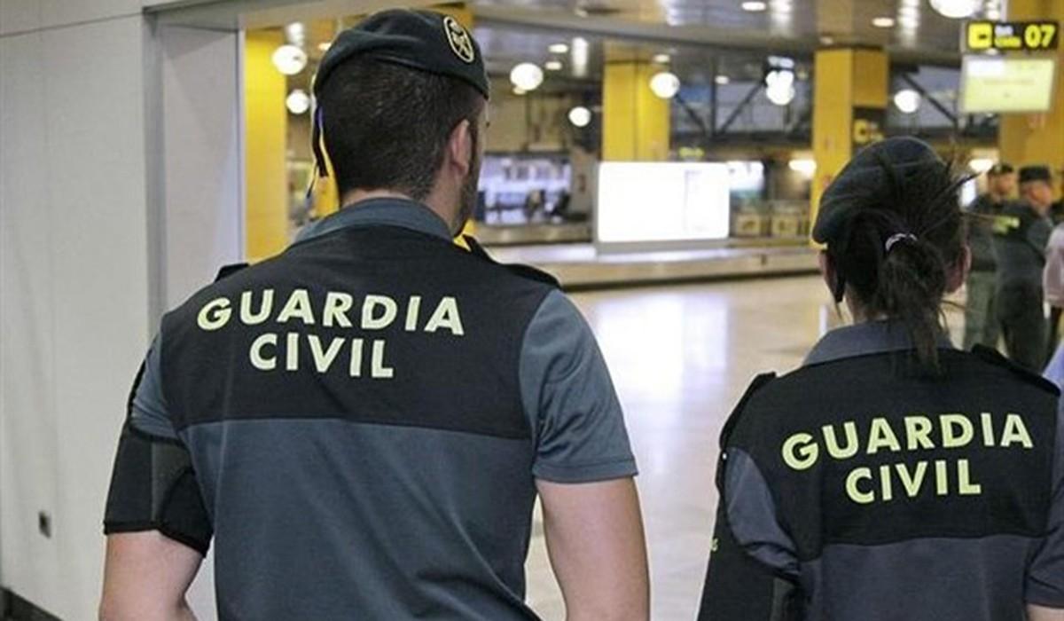 Una parella de guàrdies civils