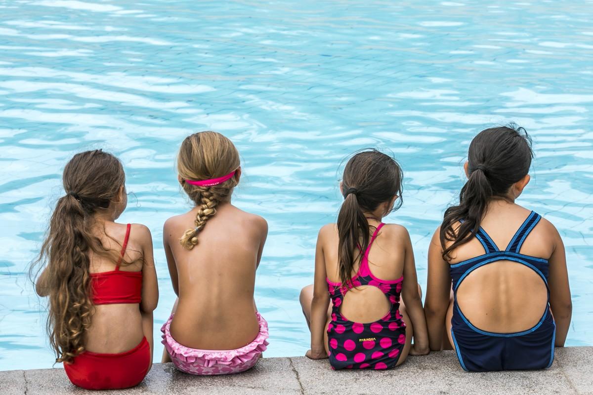 Petits banyant-se a Sabadell.