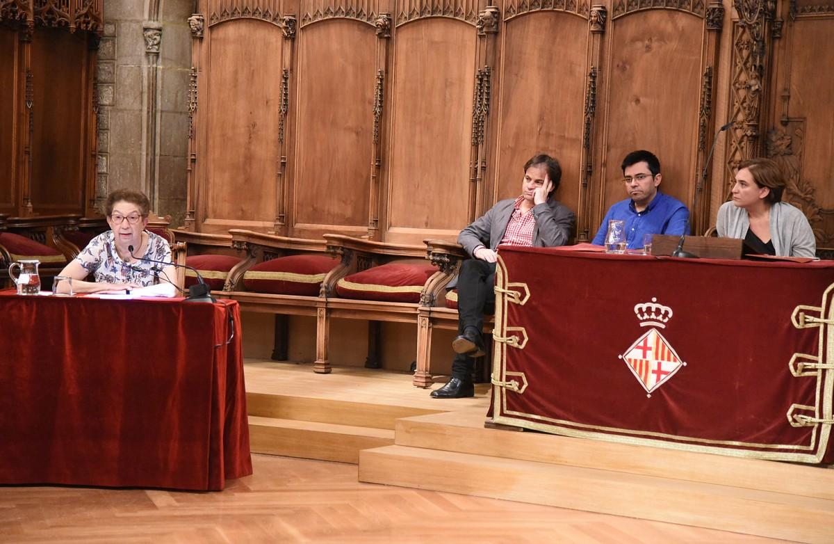 Conferència de la historiadora Eva Serra al Consell de Cent el 2015 amb motiu de la Diada.