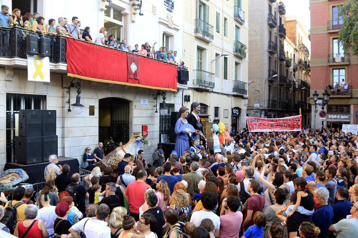 La plaça de la Vila de Gràcia durant el pregó de la Festa Major de l'any passat.